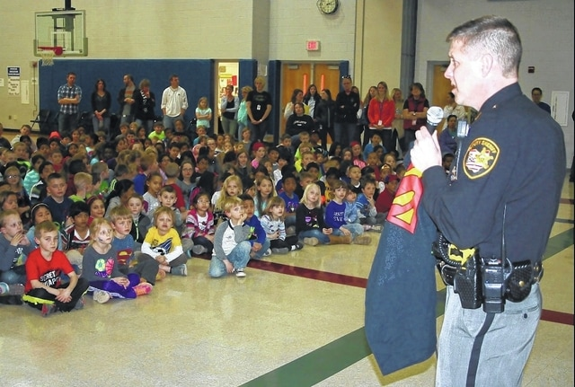 Deputy Ron Vogel speaks to students at Olentangy Meadows Elementary last  year. The district has