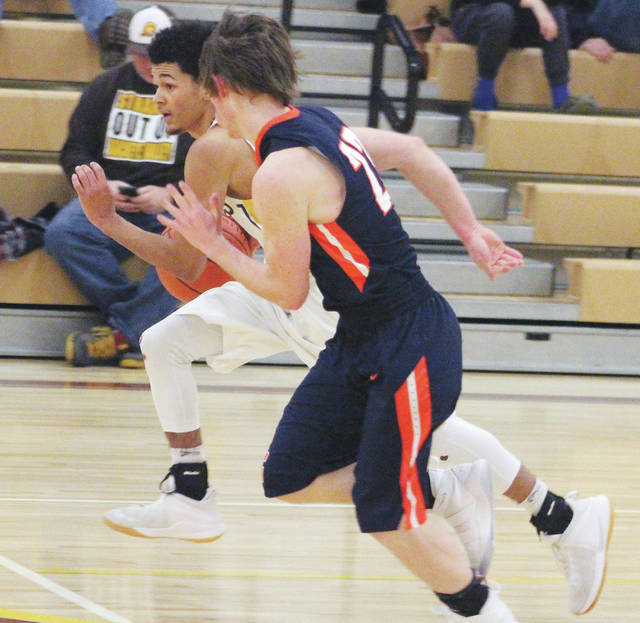 Buckeye Valley's Elijah Jackson brings the ball up the court during the second half of Tuesday's MOAC showdown against visiting Galion.