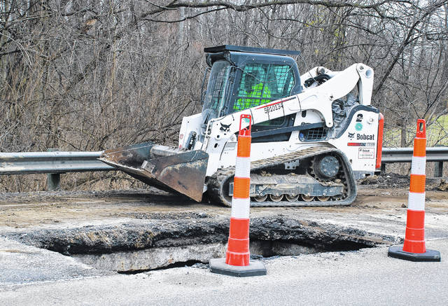 Ohio Department of Transportation District 6 crews worked to repair a sinkhole on southbound U.S. 23 that developed on Wednesday south of the City of Delaware. In order to conduct repairs, ODOT reduced U.S. 23 traffic to a single lane between Hawthorn Boulevard and Meeker Way.