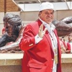 Pete Rose unveils sculpture depicting his headfirst slide