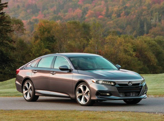2018 Honda Accord Touring 2.0T.